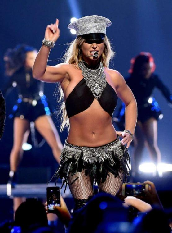 Britney-Spears_-Performs-at-2016-iHeartRadio-Music-Festival-Day-2--13-662x896.thumb.jpg.5763e2b7a4030243bba6eaa98629cf99.jpg